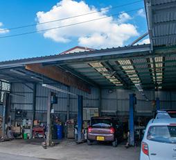 自社サービス工場を完備